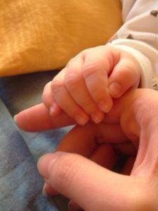 nou nascut de mana cu mama