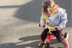 Prima bicicletă fără pedale