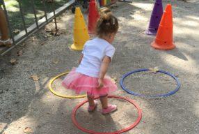 Copiii învață prin repetarea unor scheme de joc