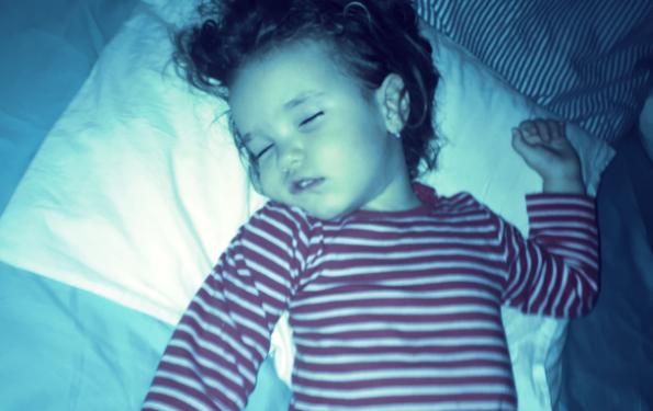 copil doarme