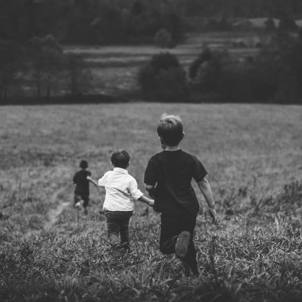copii alearga