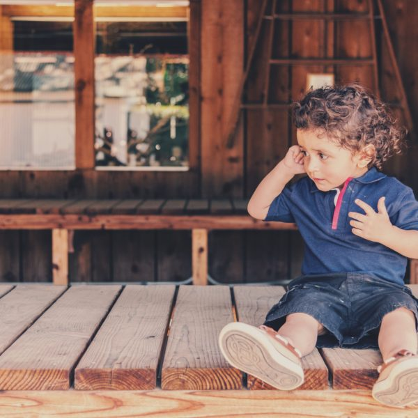 copil suparat respinge parintele