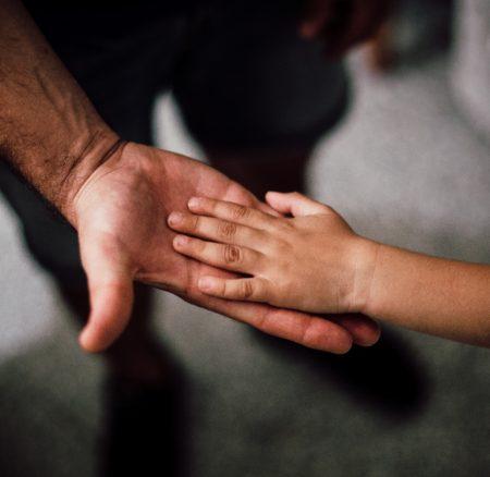 Copilul nu pleacă din cuib la adolescență, ci la 4 ani