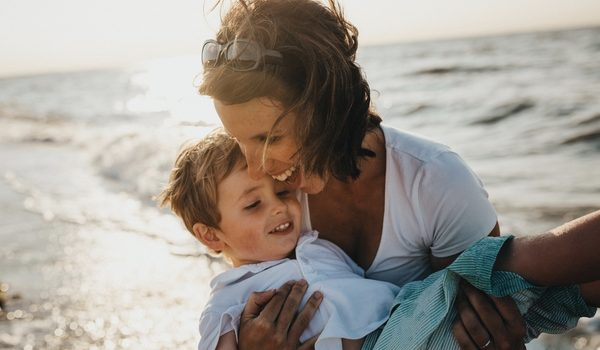 Avem copii, nu adulți mici, care aleargă în cursa așteptărilor noastre.